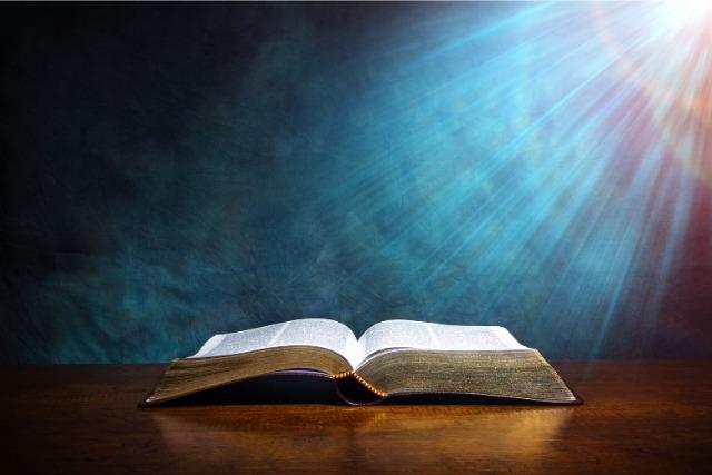 聖書と神々しい光